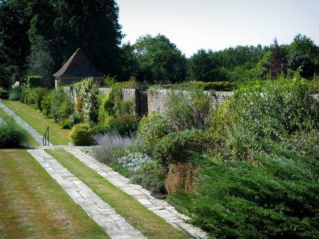 Great_Maytham_Hall_Garden_-_geograph.org.uk_-_228928