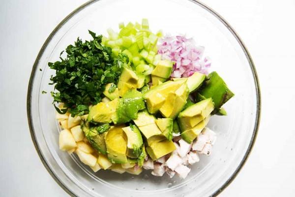 avocado-chicken-salad-method-1-600x400