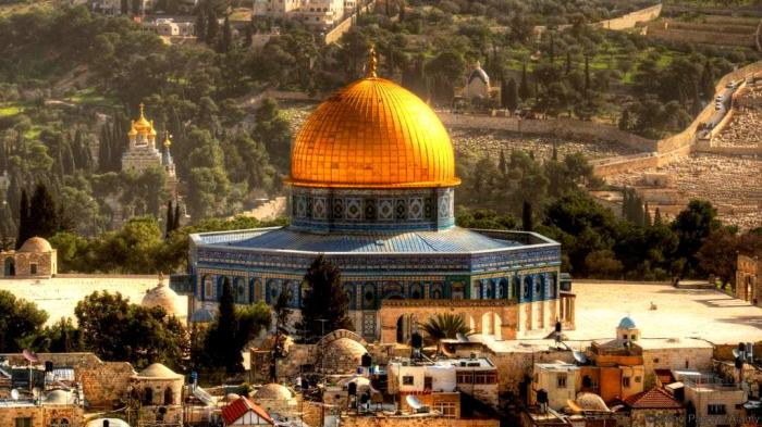 The-Dome-of-the-Rock-is-one-of-Jerusalem-most-beautiful-palces-of-worship-around-the-world