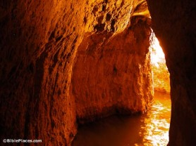 Hezekiahs-Tunnel-tb051803206-bibleplaces