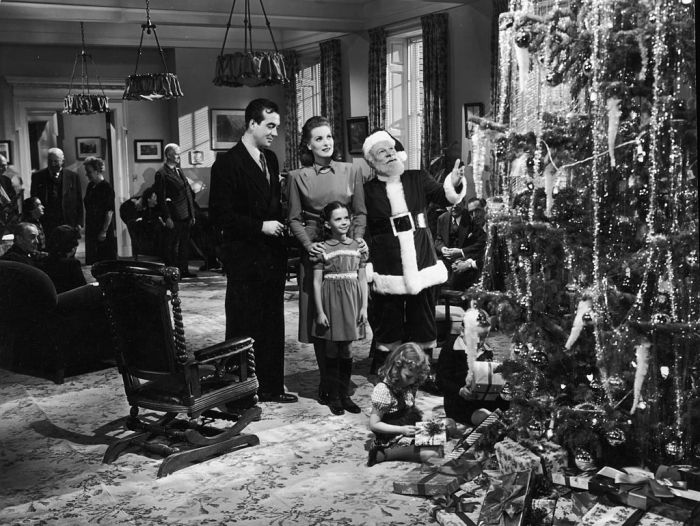 best-black-and-white-christmas-movies-1571765391
